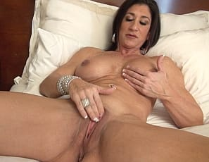 Female bodybuilder Hot Italian's masturbating her big clit in the bedroom while you watch in close-up and enjoy looking at her muscular pecs, legs, biceps and abs. I want you to cum with me, she moans. Will you?