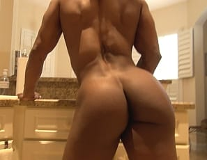 It's getting bigger and harder, female bodybuilder Nadia says as she masturbates her big pink clit, then penetrates herself with a toy and poses for you so you can enjoy looking at the ebony muscles of her pecs, biceps,, legs, glutes and ripped abs, and see that clit and wet pussy close up.